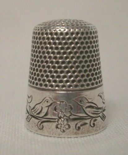 ANTIQUE SIMONS BROS. STERLING SILVER THIMBLE Pair of Birds C 1920