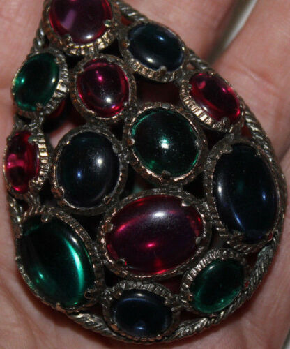AMAZING 3 1/4 INCH TRIFARI MOLDED GLASS PENDANT EXCELLENT NO CHAIN-UNSIGNED