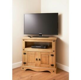 Carona tv unit with two doors and matching nest of tables