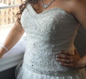Beautiful Wedding Dress St. John's Newfoundland image 2