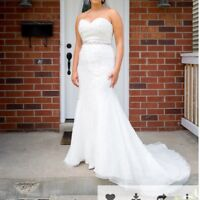 David's Bridal Wedding Dress - Size 10 $200.00