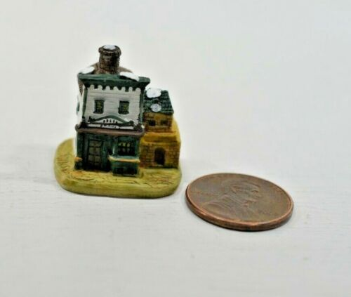 Miniature Manor House Sculpture in 1:12 doll scale A4200