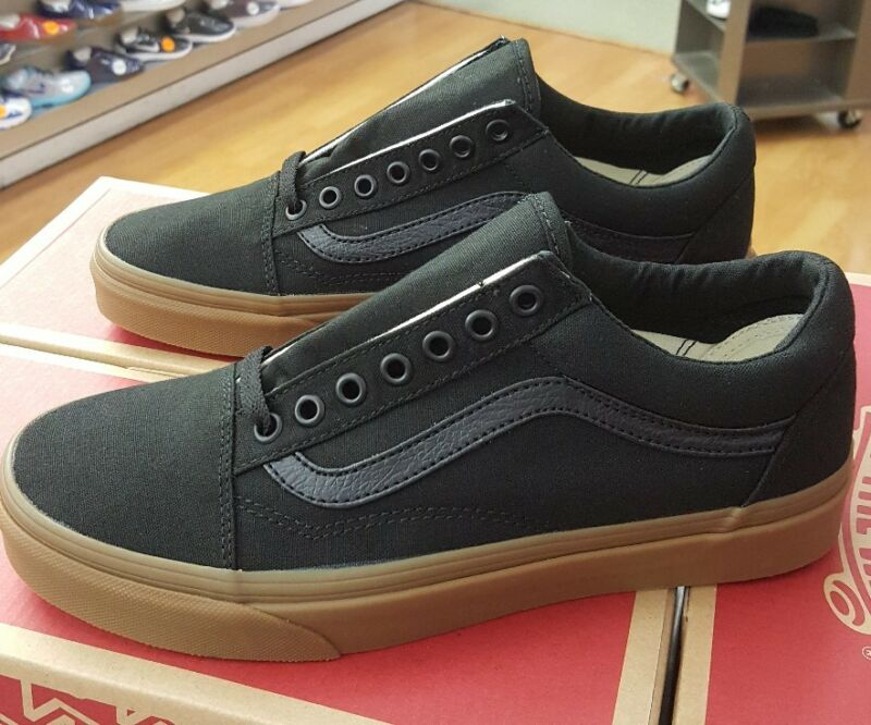 Vans Unisex Old Skool (Canvas Gum) Black/LghtGm Skate Shoe 9 Men US / 10.5 Women US VA31Z9L0D