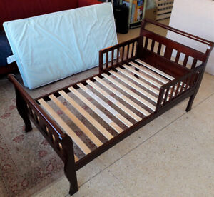 Avalon toddler bed with mattress and linen- good condition