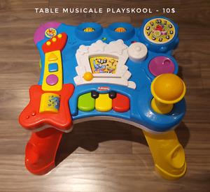 Table musicale et grand tapis d'éveil