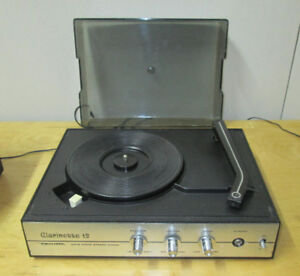 1980's Vintage Realistic Clarinet 12 Record Player with Speakers