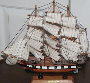 Belle maquette d'un navire de guerre (LE SS CONSTITUTION)