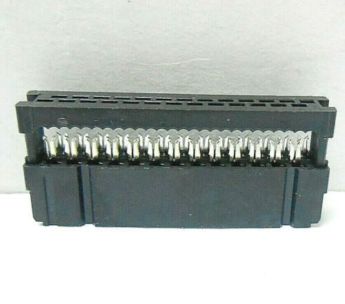 499568-7 AMP INC CONNECTOR PLUG, NEW OLD STOCK MADE IN 1991