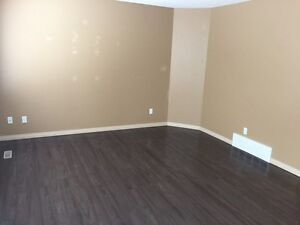 BEAUTIFUL 3 BED 2.5 BATH SINGLE FAMILY HOME WITH GARAGE