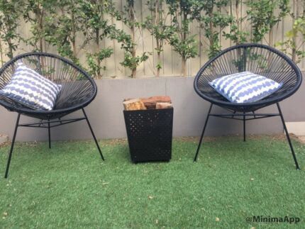 2 x Outdoor chairs + 2 cushions + Fire pit