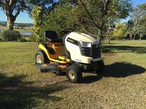 Cub Cadet LTX 1042, Ride on mower. Maitland Maitland Area Preview