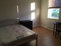 Master bedroom in Walthamstow, All Bills Included Close to Woodstreet Station