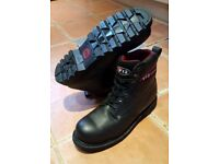 V12 safety boots size 12