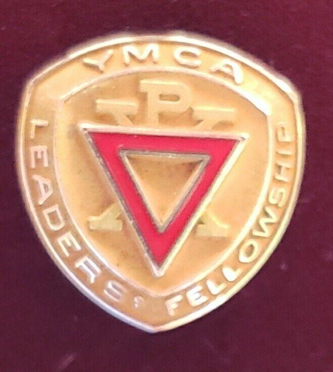 VINTAGE YMCA LEADERS FELLOWSHIP LAPEL PIN PINBACK BUTTON