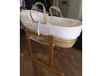 Kinder Valley Moses basket WITH wooden stand