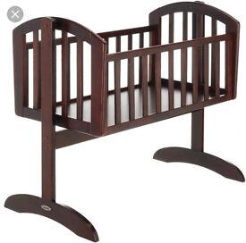 O baby swinging crib and mattress
