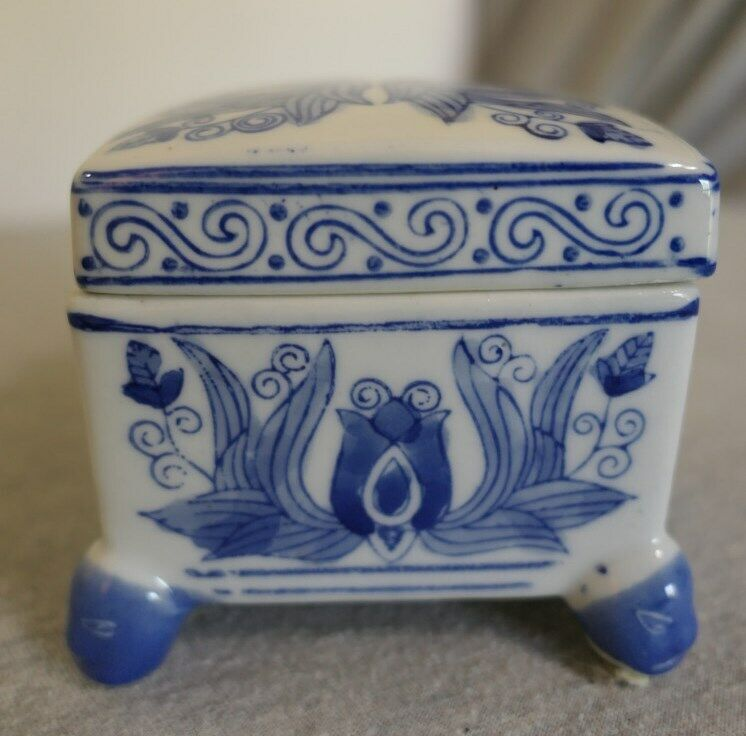 """Hand Painted Blue White Oriental Chinese Stoneware Footed Trinket Box w Lid 4"""""""