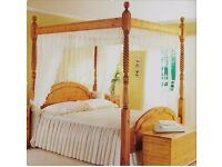 Used in excellent condition 5 FT 4 Poster Pine Bed