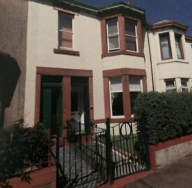 Lovely 2 bedroom, unfurnished flat in Clydebank with private garden.