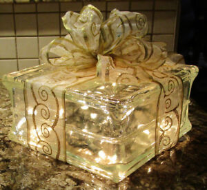 CHRISTMAS ITEMS - SCENTED CANDLES, DECOR ITEMS.......