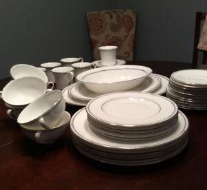 "Royal Doulton ""Simplicity "" Dinnerware"