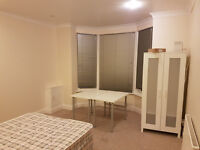 4 bedroom flat in Phillimore Road, (So16)