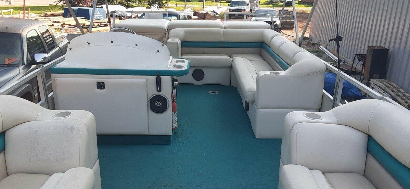 Crest III 25' Pontoon Boat with 90HP Johnson Motor