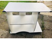 White Computer Desk – in very good condition - 10£ only!