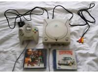 Sega Dreamcast Retro console + 2 games