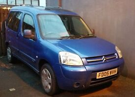 Citroen Berlingo (05 plate) in Blue with panoramic roof. MOT to Aug 17.