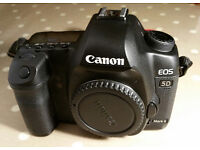 Canon 5DmkII DSLR body only kit (batt, charger, CD, LowePro bag, boxed Ex. Condition)