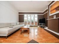 4 bedroom flat in Priory Road, Hornsey