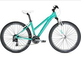 Ladies bike TREK 19 inch . Like new