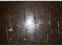 small lot of antique and vintage keys old door keys