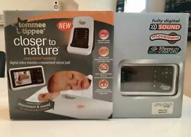 Tommee Tippee Closer to Nature Digital Video Monitor and Movement Sensor Pad