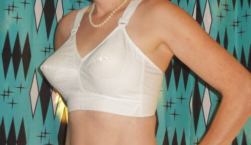 Vintage White Exquisite Form Bullet Bra 38 C circle stitch pin up retro 1950