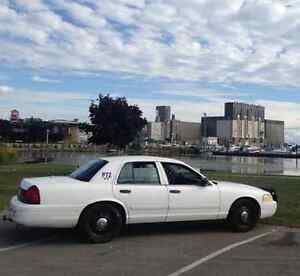 2009 ford crown victoria perfect winter car no rust mint