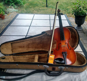 1/2 violin good condition and tuned