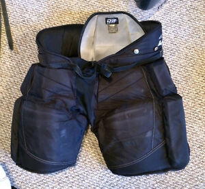 Full set of goalie equipment. Excellent condition Kitchener / Waterloo Kitchener Area image 6
