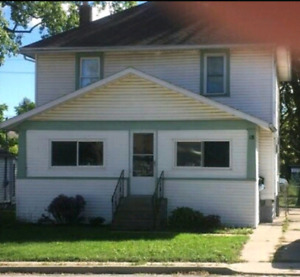 Upper unit  apartment for rent $1000 all inclusive