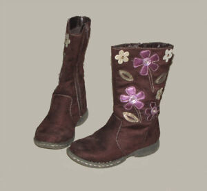 Toddler girl size 9, boots.