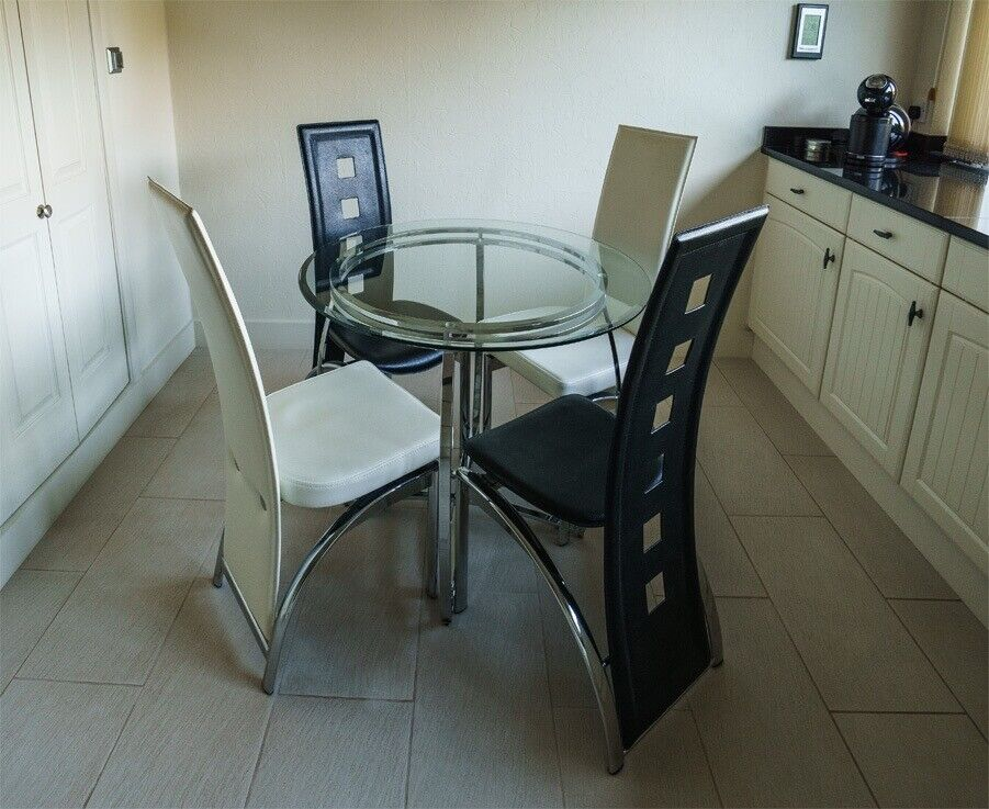 Kitchen Table And Chairs Gumtree Inspiration Glass Dining Table And Chairs In Ripley Derbyshire Gumtree 3642 1