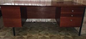 Solid construction, wooden 3 drawer desk. In good condition. Mount Hawthorn Vincent Area Preview
