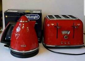 Red delonghi kettle and toaster