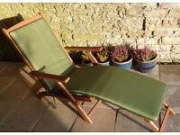 Lovely sun lounger, fully adjustable, in very good condition, had little use.