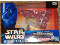 Star Wars Ep 1 Republic Cruiser and small Qui-Gon-Jinn figure