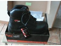 New Light year safety footwear size 10