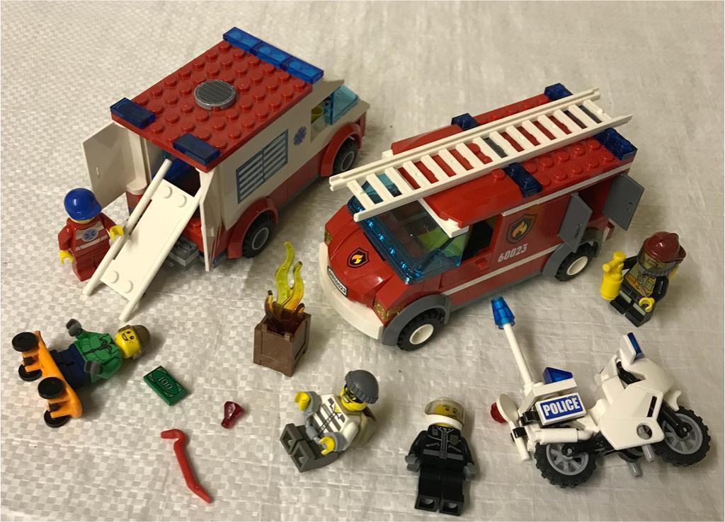 Lego City 60023 Rescue Emergency Starter Set Fire Engine Ambulance