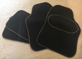 Set of 4 car mats