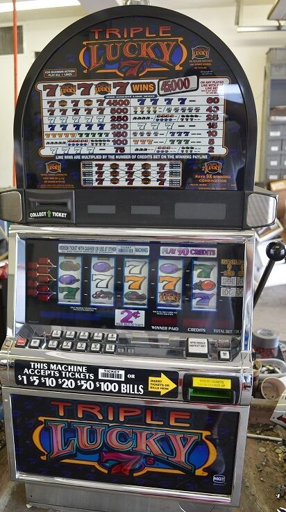 """IGT S2000 COINLESS SLOT MACHINE """"TRIPLE LUCKY 7"""